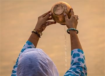 Ganj Nehrin'nde Sabah Ritüeli - Varanasi