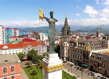 Batum'da Elinde Altın Postla Medea Heykeli