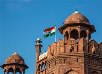 Yeni Delhi Kalesi Üzerinde Hindistan Bayrağı