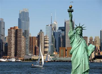 Özgürlük Heykeli, Hudson Nehri ve Manhattan