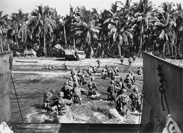 II. Dünya Savaşı - Çıkarma Yapan Amerikan Askerleri