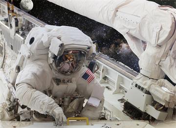 Uzayda Amerikan Astronotu