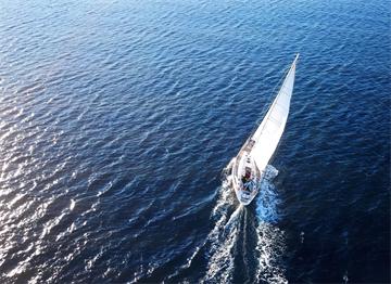 Ege'de Yelken Açmış bir Tekne