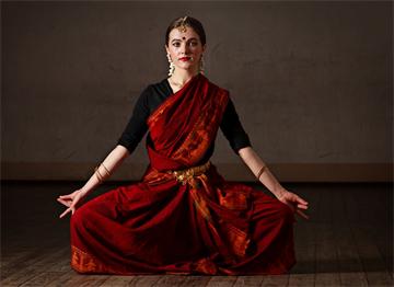 Bharatnayam Klasik Dansı Yapan bir Hintli Dansçı