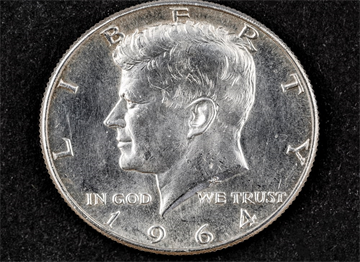 Gümüş Yarım Dolar Üzerinde John Kennedy Portresi